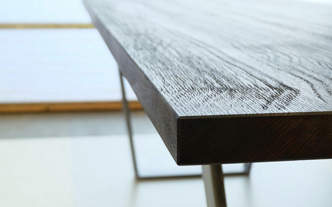 Tisch in Kupfer-eiche