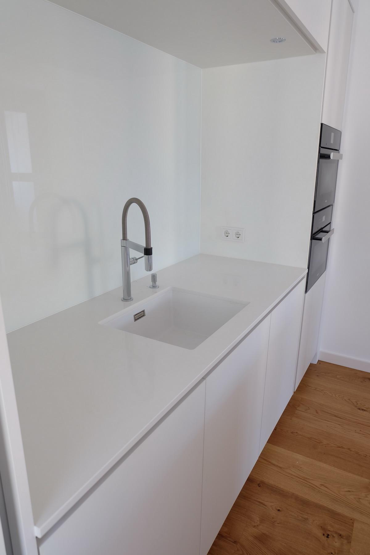 Küche, Boden, Schrank Eiche & Lack 4