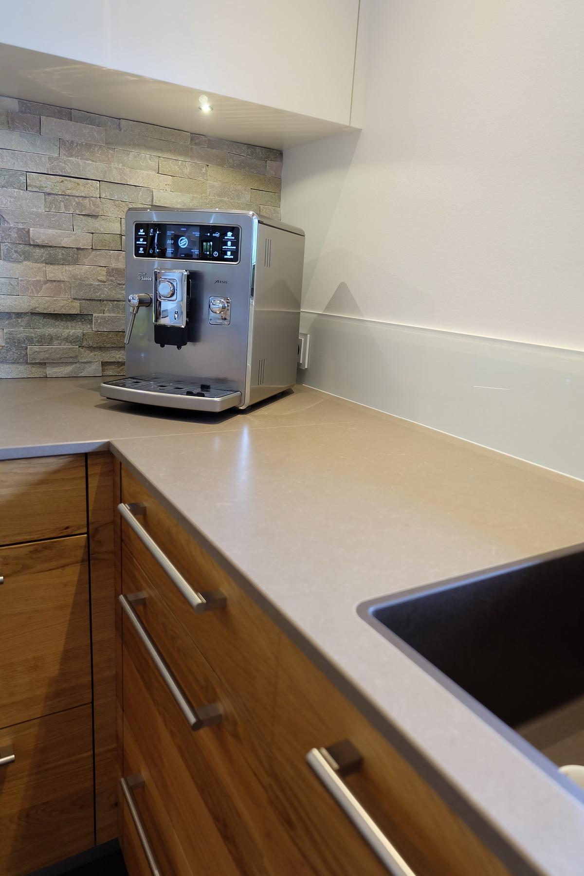 Küche in Eiche und Kunststein 1