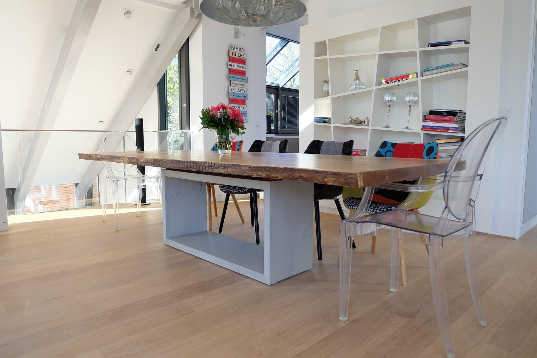 Eiche Tisch mit Beton Sockel 1