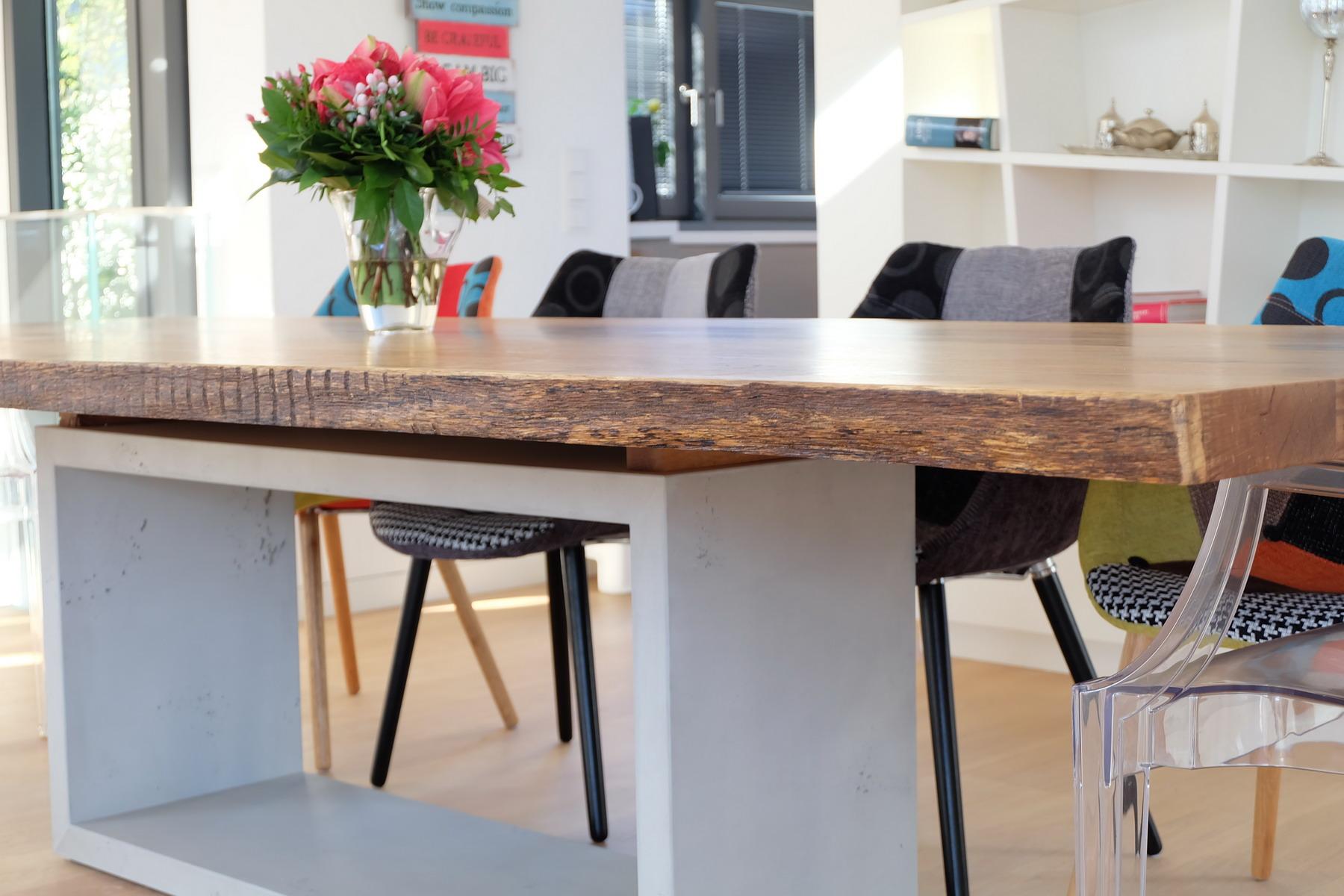 Eiche Tisch mit Beton Sockel 2