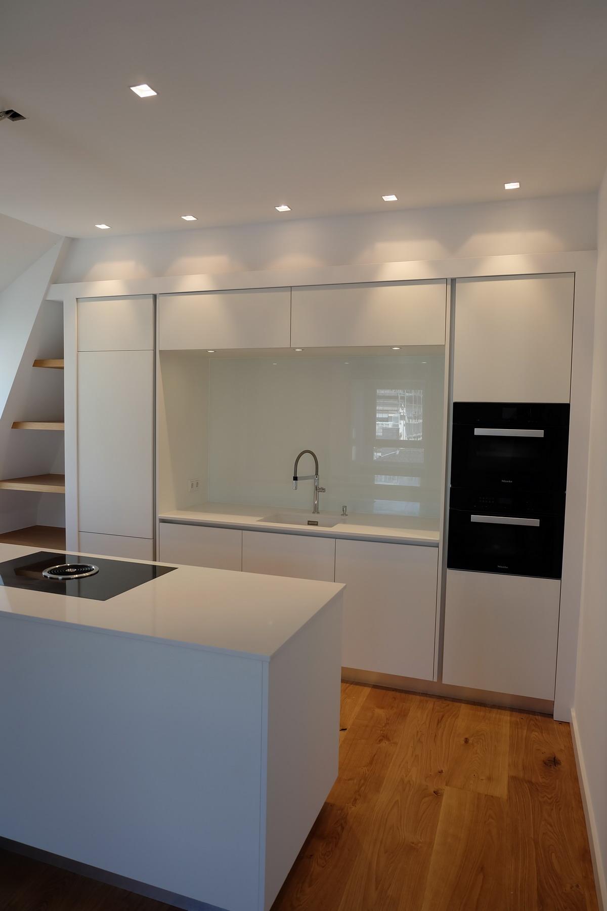 Küche, Boden, Schrank Eiche & Lack 5